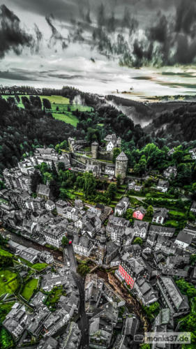 #0048 - Aerial-Panorama von Monschau nach Starkregen - Five Miles Out (Oldfield)