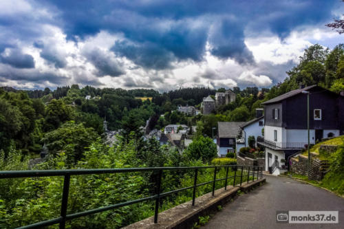 #0112 - Zufahrt nach Monschau - Welcome to the real World (ABC)