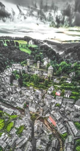 #0048 – Aerial-Panorama von Monschau nach Starkregen - Five Miles Out (Oldfield)